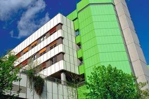 Mit rund 3500 Betten, 260 tagesklinischen Plätzen und 9500 Mitarbeitern ist das Klinikum München heute der größte Anbieter von Gesundheitsdienstleistungen im süddeutschen Raum<br />