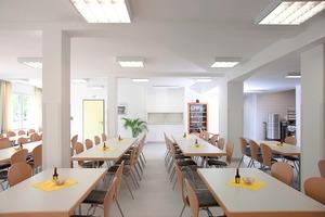 Im Erdgeschoss befindet sich neben Untersuchungs- und Behandlungsräumen auch die Cafeteria für die Mitarbeiter<br />