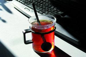 """""""Multi Mobility"""" ist eine Kombination aus Büro-, Heim- und Telearbeit (remote working). Da kann die Arbeit vielleicht auch mal mit einer guten Tasse Tee vor dem Kamin oder im Café  bei einem Cappuccino erledigt werden"""