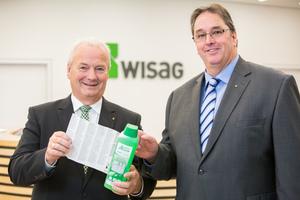 Freuen sich über eine nachhaltige  Zusammenarbeit: Werner Schulze,  Geschäftsführer Werner & Mertz  Professional, und Wolfgang Jansen, Geschäftsführer der Wisag Gebäudereinigung Holding