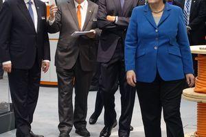 Der Messerundgang am 25. April sorgte auf dem Messegelände für einen Ausnahmenzustand! Doch es zeigte auch, dass Themen wie Digitalisierung und Industrie 4.0 in den USA Chefsache sind. Hier ist Barack Obama zusammen mit Angela Merkel auf dem Messestand der Lapp Gruppe