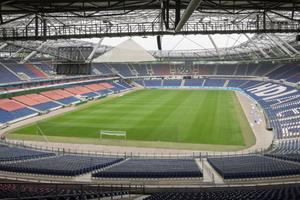 """Fast 50.000 Zuschauer haben im Ligabetrieb in der HDI-Arena Platz. Seit dem Umbau zur <br />WM-tauglichen Arena sicherte das mechanische Schließsystem """"keyTec X-tra"""" den Komplex"""
