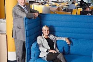 Axel Müller-Uderstadt und Tina Schüssel fühlen sich im neu gestalteten Thomas Cook Kundenservice sehr wohl