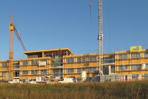 Die wetterfeste Gebäudehülle für den gesamten Bürokomplex stand innerhalb von nur fünf Wochen