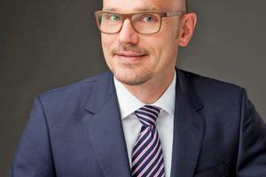 """""""Wir müssen  die unausweichlichen Entwicklungen endlich proaktiv gestalten"""", findet Prof. Dr. Markus Thomzik."""