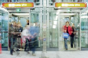 Die meisten Nutzer von Aufzügen dürfte freuen, dass in Zukunft jeder Aufzug mit einem Notrufsystem ausgestattet sein muss