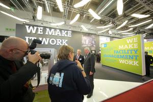Pressetermin: Der GEFMA-Vorsitzende Otto Kajetan Weixler und der Hessische Ministerpräsident und CDU-Landesvorsitzende Volker Bouffier (rechts), der die Eröffnungsrede hielt.<br />