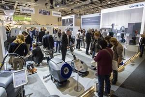Rund 17.000 Fachbesucher aus 66 Ländern waren auf der CMS Berlin 2015 zu Gast. Darunter neben Öffentlichen Auftraggebern und&nbsp; Industrieunternehmen auch Gebäudereiniger und Verantwortliche aus dem Gesundheitswesen, Hotellerie und Cateringunternehmen sowie der Bau- und Immobilienwirtschaft<br />