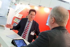 FM-Chefredakteur Achim Roggendorf (links) im Gespräch.