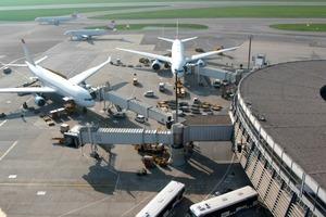 In einem weiteren Projekt hatte sich die Flughafen Wien AG zum Ziel gesetzt, den Terminalbetrieb zusammen mit den Prozessen im Immobilien- und Facility Management auf einer gemeinsamen auf SAP-basierten IT-Plattform zu realisieren. Mittlerweile erfolgt der gesamte Terminalbetrieb über eine gemeinsame IT-Plattform<br />