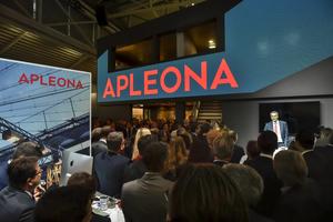 Hunderte Kunden, Geschäftspartner, Lieferanten und Mitarbeiter hatten sich bei der Expo Real in München auf dem Messestand versammelt als der neue CEO Dr. Jochen Keysberg das Geheimnis lüftete