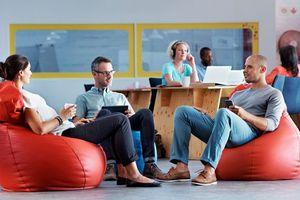 Die Raumgestaltung des Büros ist laut Tork Umfrage für 56 % ein wichtiger Faktor für das eigene Wohlbefinden