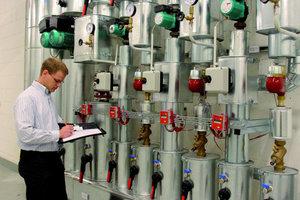 Energiemanager Enneking prüft und analysiert die Energieströme