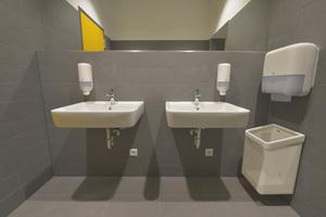 Nicht nur optisch sind die neuen Waschräume ein echter Gewinn: Durch die Umstellung der Produkte eines einzigen Anbieters, profitiert auch das <br />Reinigungspersonal, da die Verbrauchsmaterialien nicht mehr für viele unterschiedliche Spendersysteme zusammengestellt werden müssen