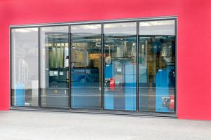 Das moderne Heizsystem ist in das Museumskonzept eingebunden – durch ein übergroßes Fenster können Besucher einen Blick auf die Anlage werfen