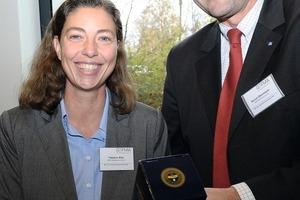 Mit dem ersten Preis ausgezeichnet wurde <br />Tatjana Rist von der Bayerischen Akademie für Außenwirtschaft, München – hier mit Bernd Obermaier, Hochtief Facility Management<br />