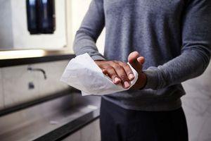 68 % der Befragten bevorzugen die Variante der Händetrocknung mit Einwegpapier