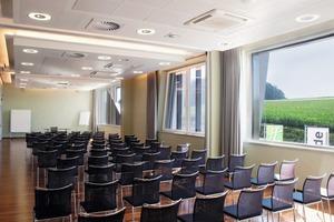 Ein Konferenzraum im Holiday Inn – er wird 1:1 auf dem Bedienpanel abgebildet