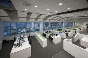 Unterschiedliche Raumhöhen von rund 3 m bis maximal 7 m innerhalb der neu geschaffenen Büroetage stellten eine besondere Herausforderung bei der Lichtplanung dar