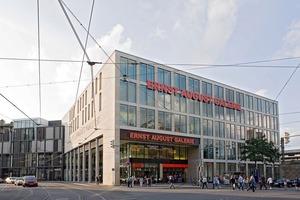 Die Ernst-August-Galerie in Hannover: <br />Die Laden- und Parkflächen werden über drei Kerne mit 18 Rolltreppen und vier Aufzügen erschlossen. Dazu kommen neun Lastenaufzüge. Zwei weitere Aufzüge sind in Nebentrakten installiert<br />