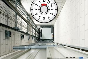 Fällt ins Auge: Eine Prüfplakette, wie man sie von der Hauptuntersuchung bei Autos kennt, wird zukünftig den Nutzern eines Aufzugs zeigen, wann die nächste Prüfung der Anlage fällig ist