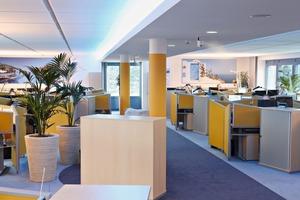 """Mood-Beleuchtung, Pflanzen und """"Private Place Arbeitsplätze"""" schaffen eine Wohlfühlatmosphäre im Open Space"""
