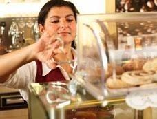 """Im St. Martinus Krankenhaus in Langenfeld wurde der erste Coffeeshop in der Gesundheitswirtschaft eröffnet (eine Service-Idee von der ahr-Gruppe, die die Planung und Betrieb verantworten). """"Der Besuch einer Klinik ist für Patienten und ihre Besucher meist ein sehr einschneidendes Erlebnis. Deshalb sind wir sehr darum bemüht, den Aufenthalt so angenehm wie möglich zu gestalten. Mit dem neuen Café-Bar-Konzept sind wir diesbezüglich wieder einen Schritt weiter und bieten ein Angebot, das für ein Krankenhaus bisher ungewöhnlich ist"""", so Dr. Jörg Kösters, Verwaltungsdirektor des Krankenhauses<br />"""