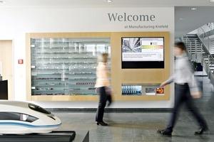 Das Energieeffizienzprogramm wurde an 25 ausgewählten Siemens-Standorten implementiert. Einer davon ist das Bahntechnik-Werk in Krefeld. Hierinformiert im Eingangsbereich ein so genannter Green Building Monitor über die aktuellen Verbrauchsdaten des Werks
