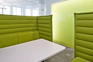Das Arbeitsumfeld verfügt über ein breites Spektrum an unterschiedlichen Arbeitsmöglichkeiten. Dazu gehören Alkoven ebenso ...