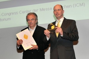 Prof. Sobek (links) und Minister Tiefenseee vor der Übergabe des ersten DGNB-Zertifikates