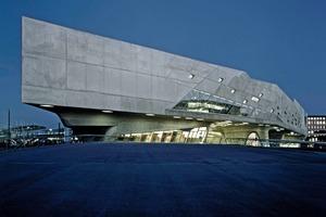 """Laut der britischen Tageszeitung """"the guardian"""" zählt das Phaeno zu den zwölf bedeutendsten Bauwerken der Moderne"""