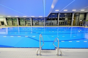 ...jetzt freuen sich die Schwimmer nicht nur auf ein angenehm temperiertes Bad, sondern haben auch den Durchblick, weil die Fenster nicht mehr beschlagen
