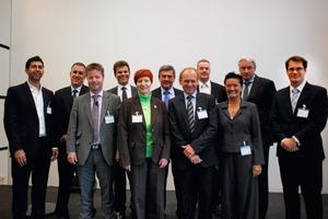 v.li.n.re.: Breeze Glazer und Peter Syrett (Perkins+Will, New York, USA), Jürgen Zimmermann (Arcadis Deutschland GmbH), Prof. Dr.-Ing. Werner Jensch (Ebert-Ingenieure), Anja Leetz (Health Care Without Harm), Jochen Metzner (Hessisches Sozialministerium), Linus Hofrichter (AKG-Architekten), Prof. Dr. med. Dr. h. c. Claus Bartels (MedAdvisors GmbH), Rosemarie Heilig (ZEG GmbH), Stefan Triphaus (Universitätsklinikum Münster) und Dr. Sebastian Krolop (Admed GmbH)<br />