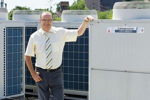 Dipl.-Ing. Martin Zimmermann, Geschäftsführer der Horst Zimmermann GmbH aus Nürnberg, betreut die Klimaanlagen des Büro- und Geschäfts-Centers seit rund zehn Jahren<br />