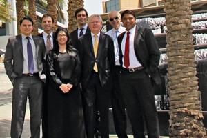 Hintere Reihe von links nach rechts: Siddharth Ghaisas, MartinChandler, Danilo Pugliese, Nigel Cumber<br />Vordere Reihe von links nach rechts: Divya Jaswal, ConradHerrmann, Vishwa Karthik<br />