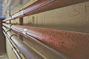 Auch im Außenbereich und in der Tiefgarage ist alles durchdacht: Selbstlimitierende elektrische Rohrbegleitheizungen sorgen im Winter dafür, dass bei Frost und Schneeschmelze keine Schäden durch Vereisung entstehen