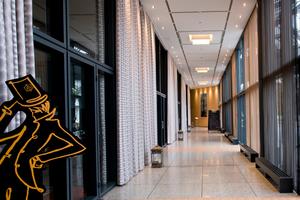 Das Hotel beauftragte den Energiemanager Techem mit der Umsetzung, der nach einer umfassenden Begutachtung der Bestandsanlage und der Lichtsteuerung einen herstellerunabhängigen Beleuchtungsplan sowie ein umfassendes Beleuchtungskonzept unter Berücksichtigung der Wirtschaftlichkeit sowie der Beleuchtungsqualität entwickelte und alle nötigen Investitionen als Contractor übernahm