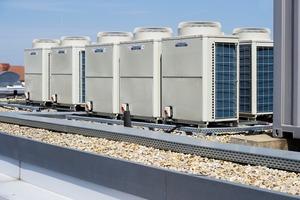 Die Nachrüstung eines Gebäudes mit VRF-Klimageräten erfordert nur einen geringen baulichen Aufwand, da lediglich die Außen- und Innengeräte aufgestellt und verbunden werden müssen<br />