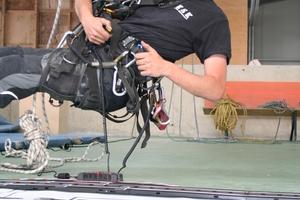 """...Sieger der FM-Challenge 2015 und gleichzeitig Gewinner einer """"Carrera Digital 132 formula One Duel"""" wurde Alexander Armbruster (links) von der KSK – Kölner Seil Kommando GmbH. Herzlichen Glückwunsch!"""