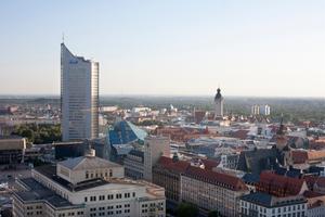 Gebäude sind die weltweit größten Energiekonsumenten. Allein in Europa verbrauchen sie fast <br />40 % der Primärenergie. Entsprechend hoch ist das Einsparpotenzial, wenn sich die Energie im <br />Gebäude effizienter nutzen lässt